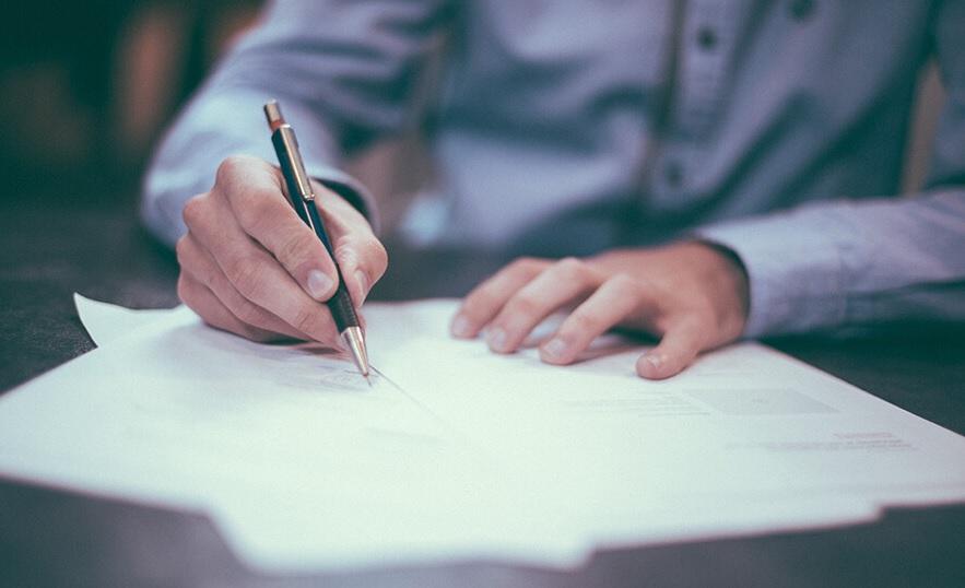 Đọc kỹ hợp đồng thiết kế web trước khi ký kết